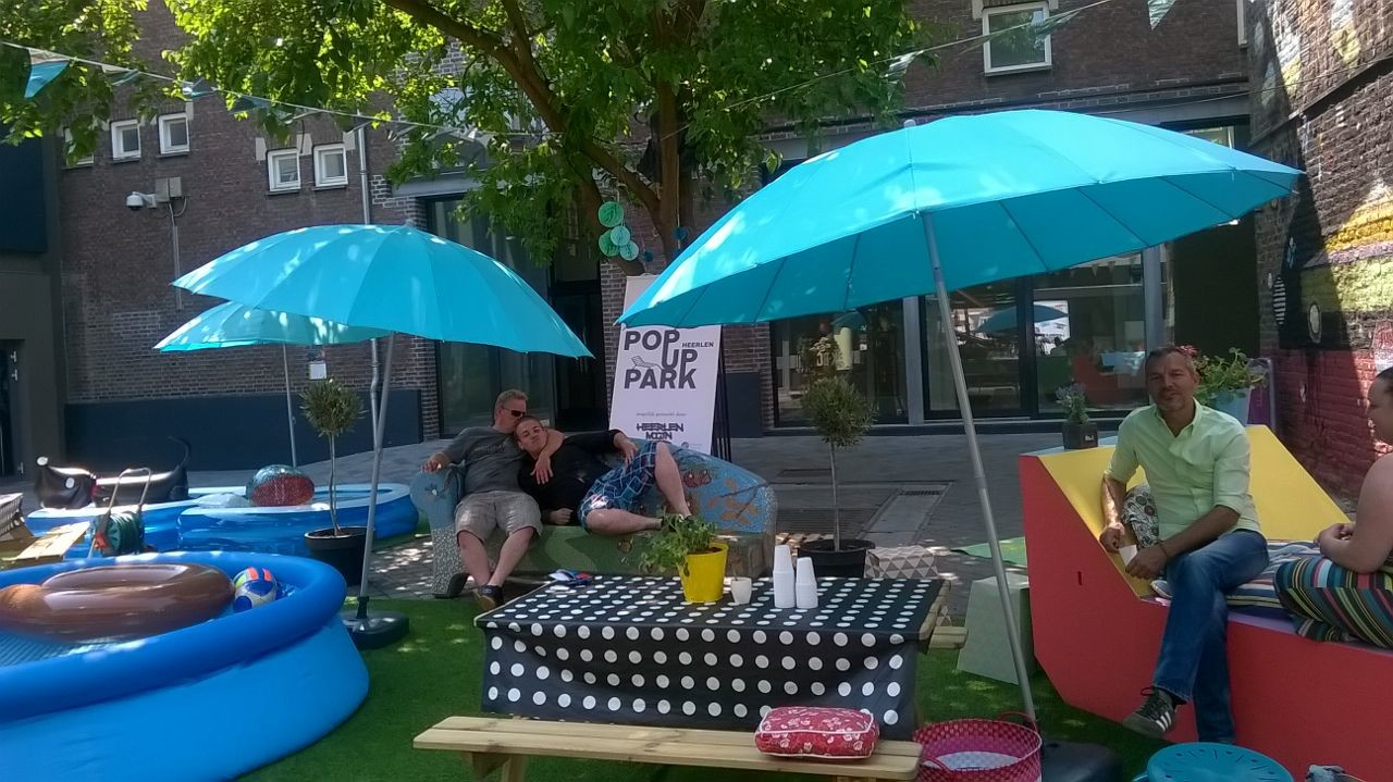 Pop Up Parkje, een spontaan initiatief in de Morenhoek tijdens de hittegolf in juli 2015